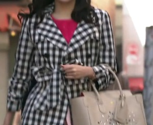 戦う書店ガール北村亜紀着用のコート&ワンピースまゆゆのドラマ衣装メモ