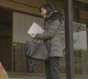 ドラマ衣装「ナオミとカナコ」広末涼子着用ダウンコート・バッグ・めがね