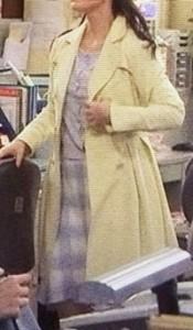 黄色のコート