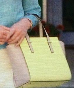バッグも黄色